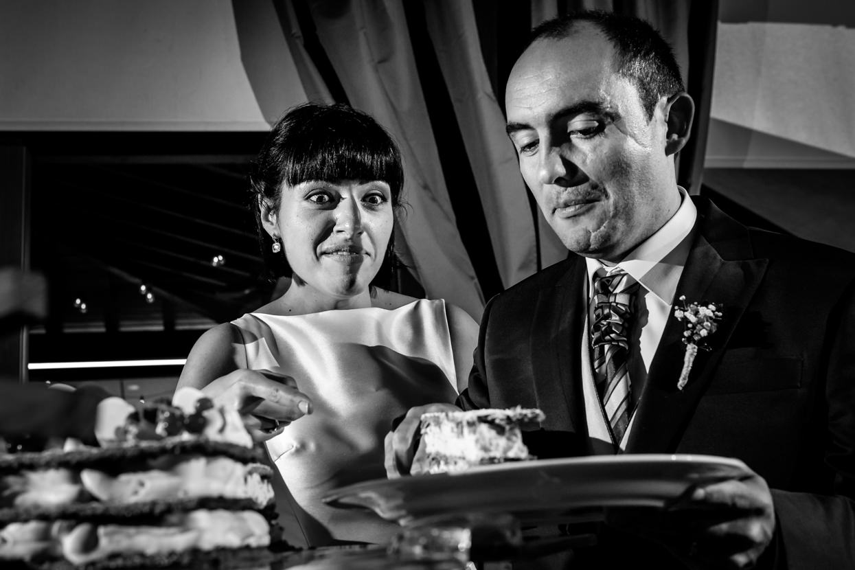 Corte de tarta en boda en restaurante Alameda