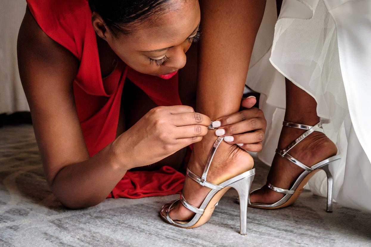 Detalle de zapatos de boda de novia
