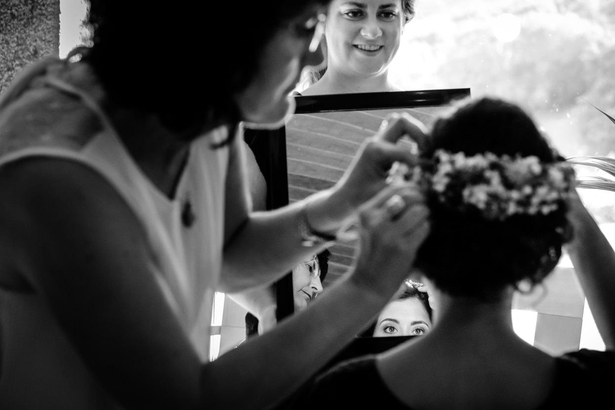 Preparativos de novia. Reflejo en el espejo.